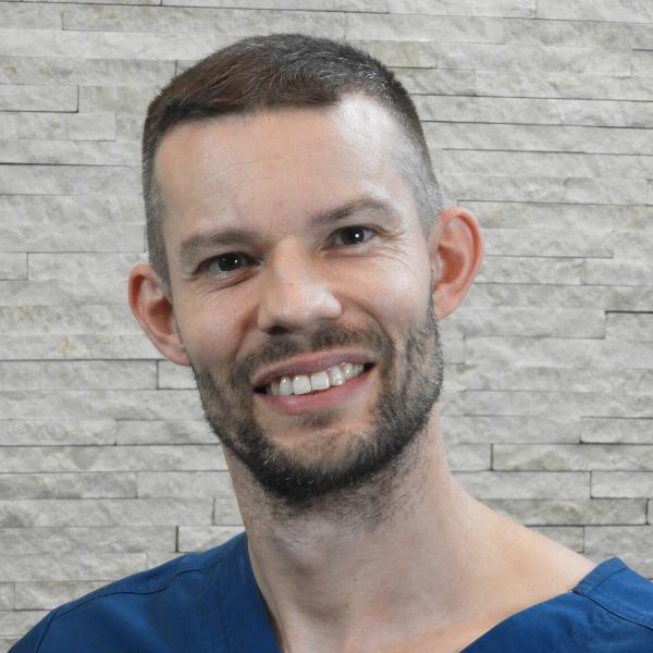 Kránicz Róbert - TuiNa és gyógymasszőr - Medical Healing Egészségközpont - Budapest